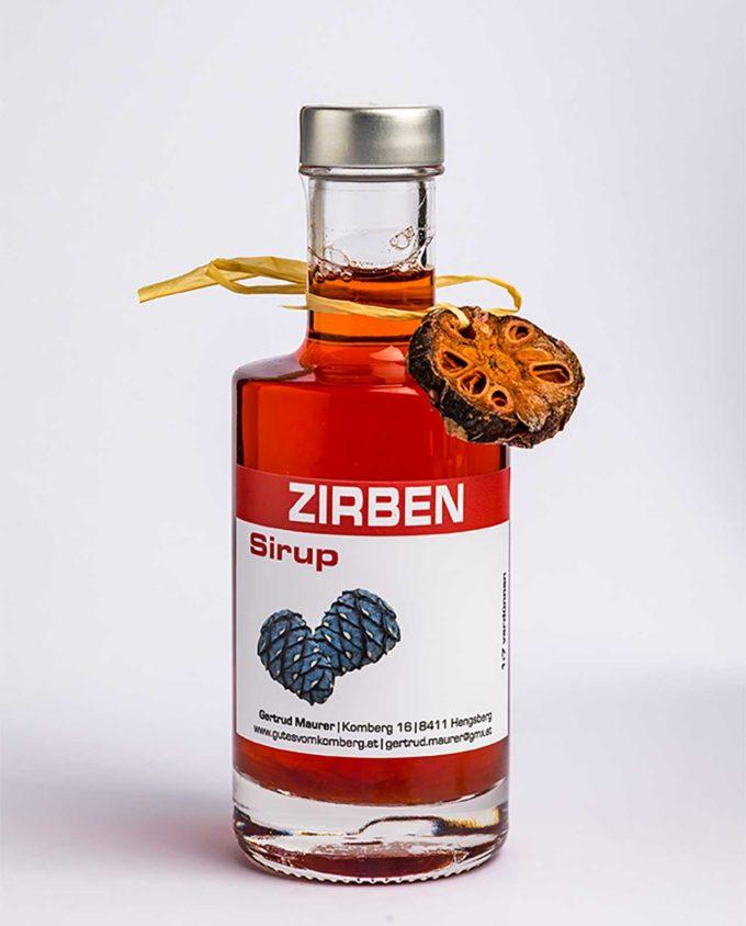 Zirben Sirup ist eine erfrischende Ergänzung zu reinem Quellwaser und Mineralwasser, extravagant zu Prosecco, Sekt © 2019 Werner Krug